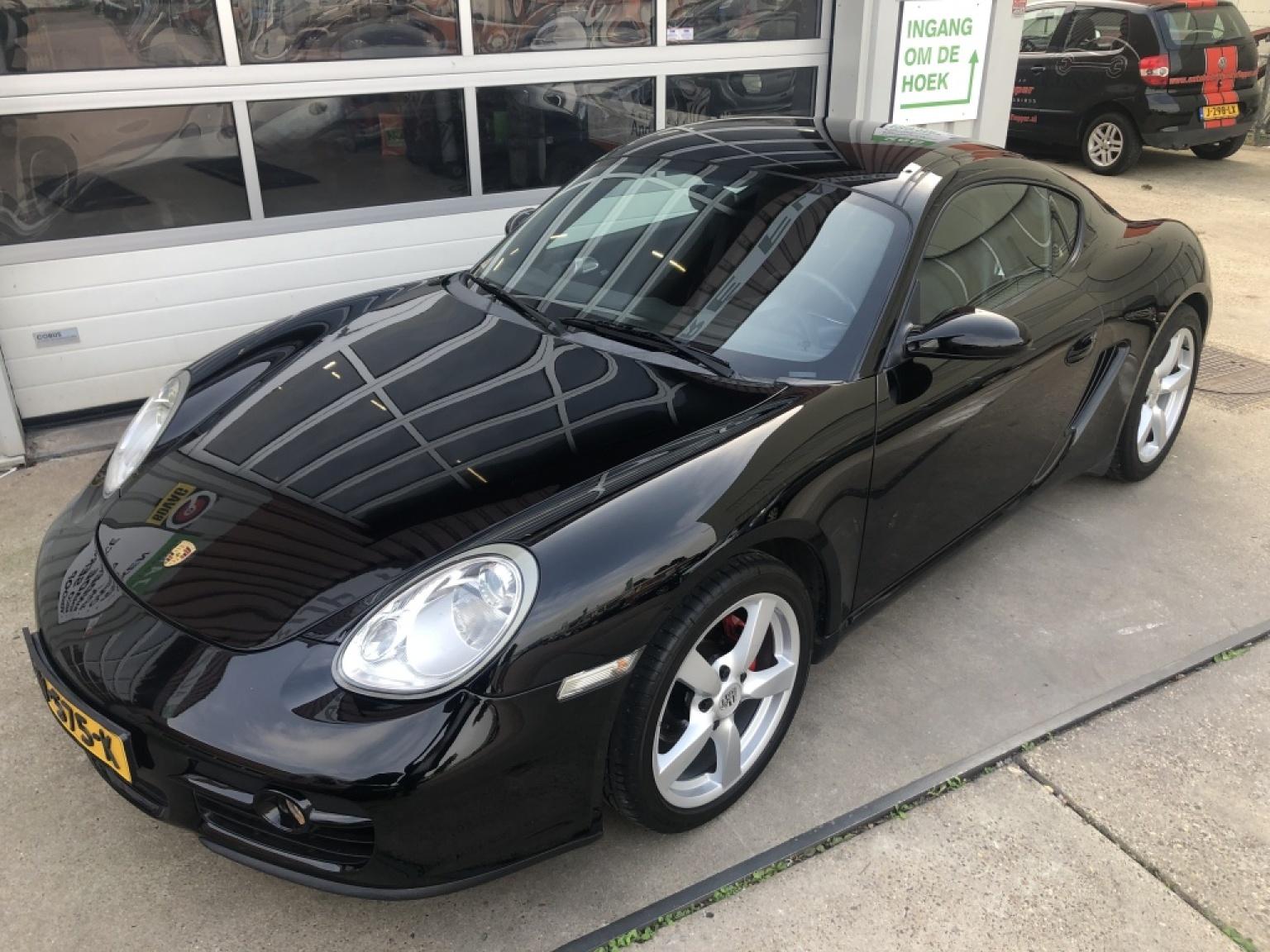 Porsche-Cayman-2