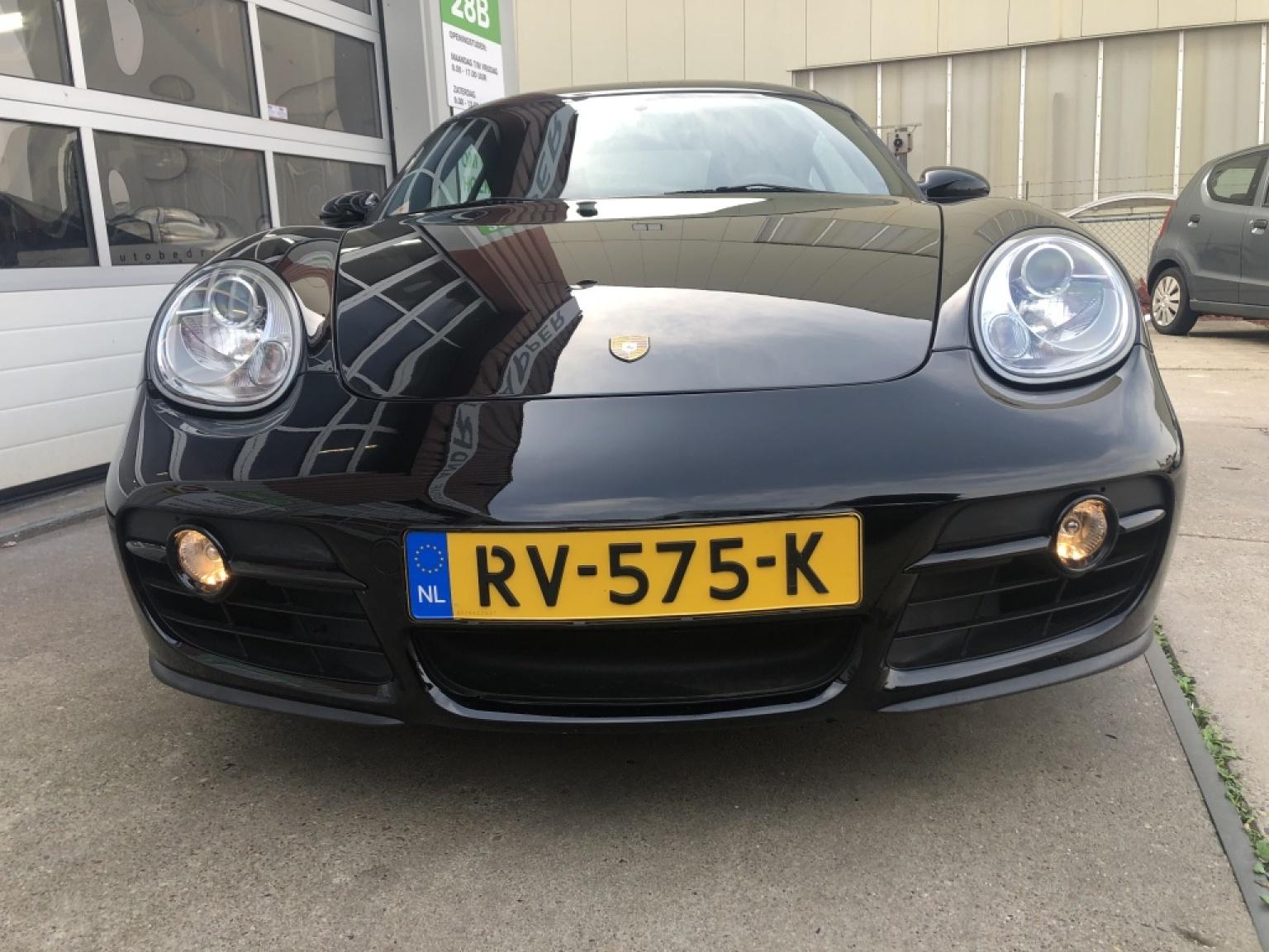 Porsche-Cayman-4