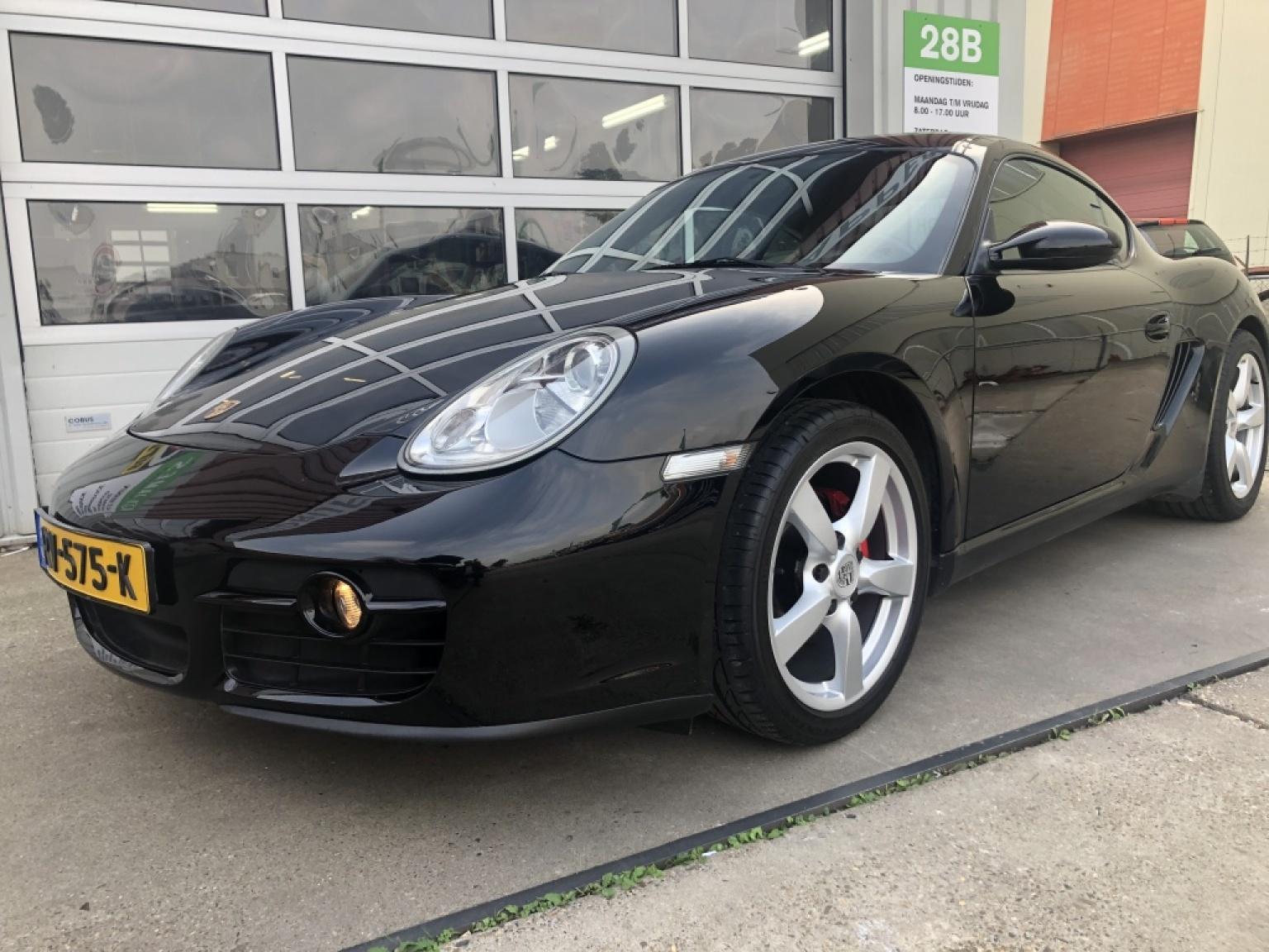 Porsche-Cayman-0